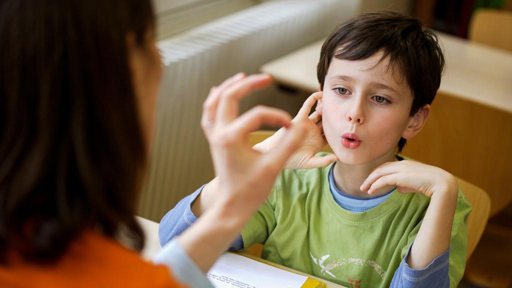 علت « لکنت زبان » در خردسالان چیست